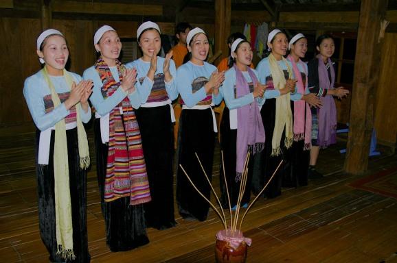 traditional_singing&dancing_womenfolk